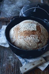 Bread baked in cast iron pan