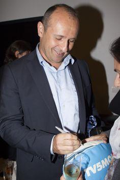 Séance de dédicace pour  Philippe Saint André Entraineur de l'équipe de France, et, entre autres, capitaine de la tournée victorieuse de 1994 en Nouvelle-Zélande.