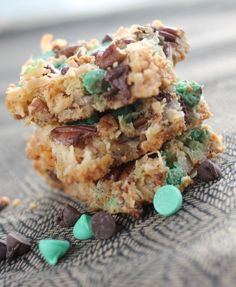 GRASSHOPPER MAGIC COOKIE BARS PERFECT FOR ST. PATRICK'S DAY