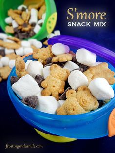 Easy S'more Snack Mix is an easy recipe for kids to make. It's a great lunchbox treat. #CookingWithKids