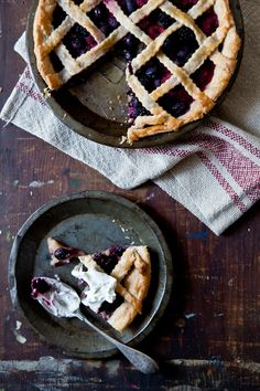 This berry pie looks divine... | Tartlette
