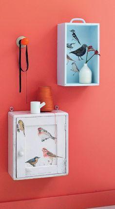 Tablas de aves |  Marloes Schut imprimir idea selfmade. ¿Está buscando un algo un poco diferente decoración de la pared? Luego vuelva a colocar los estantes de madera para armarios y cajones. Dales un bronceado bonito y matarlos con divertidas imágenes.