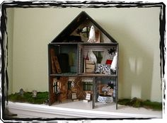Part I Haunted miniature house. Great detail. #haunted #house #haunted_house #halloween #miniatures #dollhouse