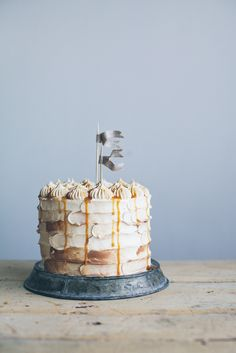 chocolate caramel cake | Linda Lomelino