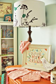 Love that bird lamp! #baby #nursery
