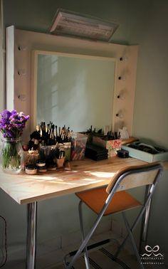 IKEA Hackers: Simple stylish vanity table