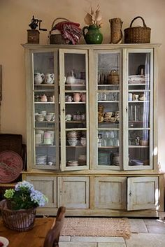 How I want to redo my kitchen cupboards :)