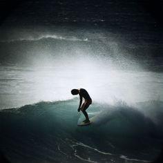 Midget Farrelly Surfing Shore Break, Makaha, 1968 / photos by LeRoy Grannis