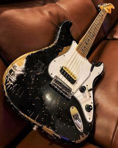 On the lookout for a top quality guitar? take a look at this! #fenderstratocaster