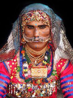 peopl, ethnic, cultur, wear tradit, desert, color, food, place, male danc