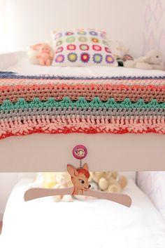 Preciso comprar colchas de crochê assim para o quarto da Julinha...
