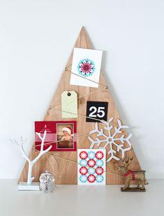 arvore de madeira, com os cartões de natal