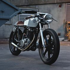 Gorgeous. YAMAHA SR500 - AUTO FABRICA - BIKEEXIF