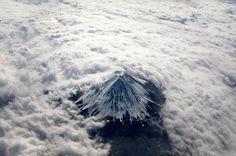 It is one of the most spectacular landscapes of Mount Fuji, the highest mountain of Japan which was captured on February 2.