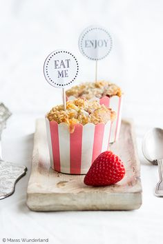 strawberry coconut muffins with white chocOlate