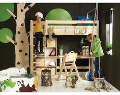 Cama alta con escritorio con decoración de bosque