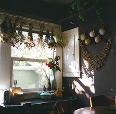 drying herbs, hanging flowers, drying flowers, kitchen windows, dried flowers, dri flower, homes, garland, dry flowers