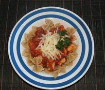 Bowtie pasta with chicken, veggie and tomato sauce