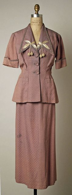 Short sleeve skirt suit from Bruyère, French, 1949. #vintage #summer #fashion #1940s #suits
