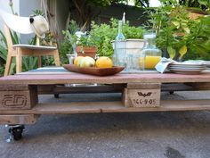 Side view of outdoor table coffee tables, outdoor palettentafel, pallet coffe, outdoor tables, pallets, blog, coffe tabl