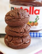 Nutella Sandwich Cookies with 4 Ingredients