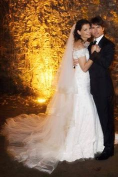 sleeves and veil Wedding Magazine - Wedding Dresses - Celebrity weddings