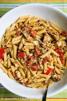Pasta with Pesto, Fresh Tomatoes, Sun-dried and Mozzarella Cheese | © Jeanette's Healthy Living #summer #pasta #easy #glutenfree #healthyeating
