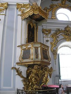File:Pulpit in St. Andrew's Church.JPG