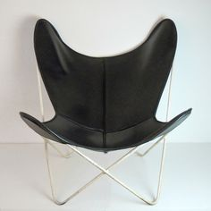 "galerie fifty fifty › hardoy ""butterfly"" chair"