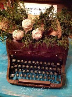 GypsyFarmGirl: A Vintage Christmas Typewriter with Burlap and Greenery