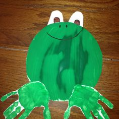 Paper plate and handprint frog