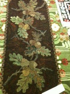 oak leaf runner hook rug, rug hooking