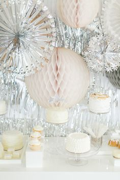 A wintry New Year's Eve Party with West Elm Photo by Ruth Eileen Photography http://rutheileenphotography.com/