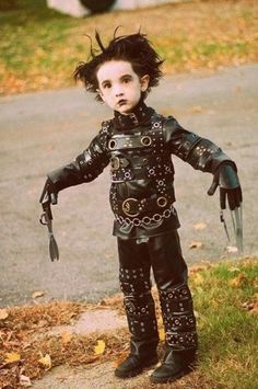 Edward Scissorhands as a child - Created and Directed by : Tim Burton - Screenplay by : Caroline Thompson - 20th Century Fox cosplay, kid halloween costumes, movie characters, costume ideas, kid costumes, edward scissorhands, children costumes, parent, future kids