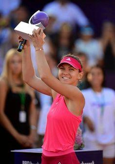 Simona Halep captures inaugural BRD Bucharest Open title with a 61 63 win over Vinci! #WTA #Halep #BucharestOpen