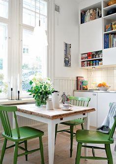 White kitchen+ green chairs