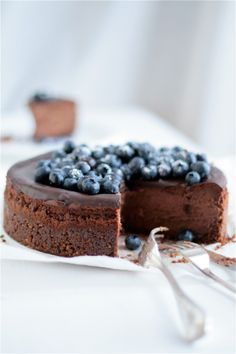 Chocolate cheesecake with blueberries