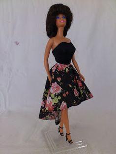 The Mullet Dress for Barbie with the free pattern  Barbie a Porter: Molde para Barbie - Vestido com Sobressaia Mullet