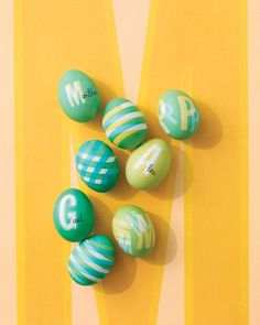 Cute way to decorate eggs, all you need is electrical tape. You can also use thread for a fun design!