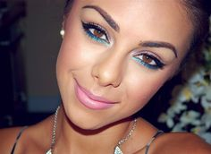 love this blue liner look!