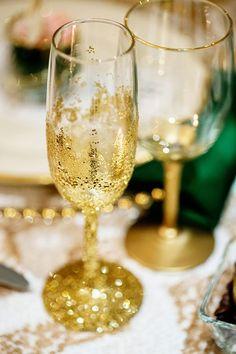 Gold+glitter+champagne+glasses.jpg 600×900 pixels