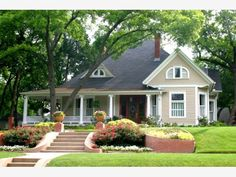 Sloped Front Yard - Home and Garden Design Ideas