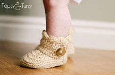 Crochet baby ankle boots with shell stitch edging and large button.   Cute and warm and cozy crocheted booties that will keep a baby boy or baby girl's little feet warm on cold floors this winter.