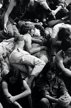 crowd kissing