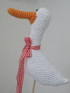 Pfiffigstes Häkelblog: Free amigurumi pattern: goose , crocheted goose, Gratisanleitung für eine Gans, erstes Osterschild, individuelle Schilder, Schilder malen, Vintage, Shabby, Landhaus
