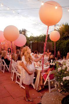 Un baby shower precioso, en tonos rosa y oro... Me encantan los globos! / A beautiful baby shower in pink and gold... Love the balloons!