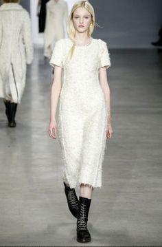sfilata Calvin Klein autunno inverno 2014 2015 abito  #calvinklein #womenswear #autumnwinter #autumnwinter2015 #autunnoinverno #abbigliamento #abbigliamentodonna #fashion #vestiti #clothes