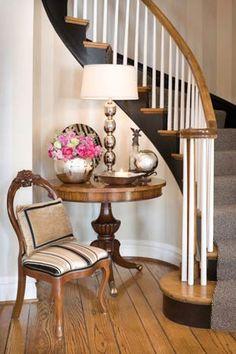wood trim, interior design, stair landing, staging, stair risers, foyer, nook, baseboards, entryway