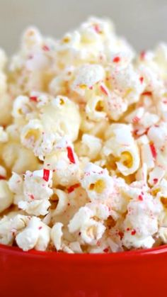 Peppermint Bark Popcorn ~ Popcorn covered in white chocolate and crushed candy canes