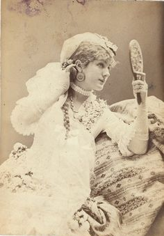 Lovely Victorian stage actress Venie Clancey admiring her captivating good looks in a lovely handheld mirror. #Victorian #19th_century #1800s #photograph #antique #vintage #woman #actress #stage #Venie_Clancey #beautiful